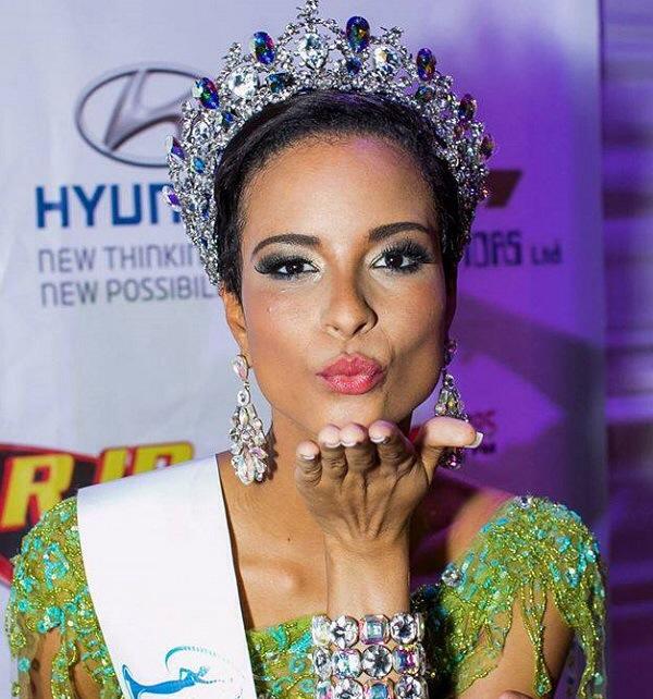 Kaci Miss Uni JA Kisses