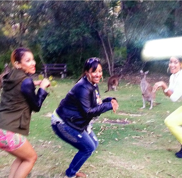 Nyla, Tasha & Nyanda plays with Kangaroo's in Australia