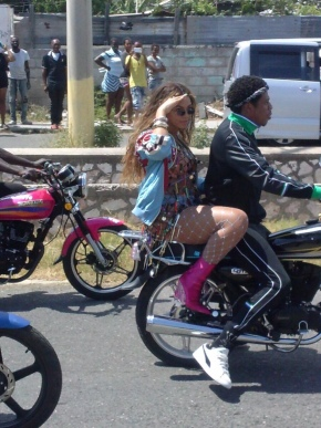 Jay Z & Beyonce On The Run In Kingston, Jamaica